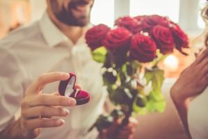 למה להציע לה נישואין עם טבעת יהלום?