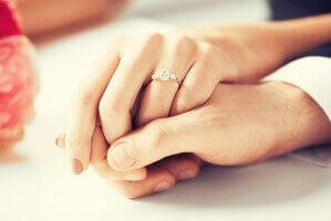 הבדלים בין טבעת האירוסין לטבעת הנישואין