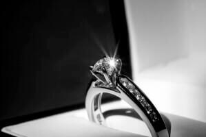 טבעת אירוסין בראי הזמן