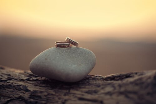 למה זה בסדר להסתפק בטבעת נישואים זולה?