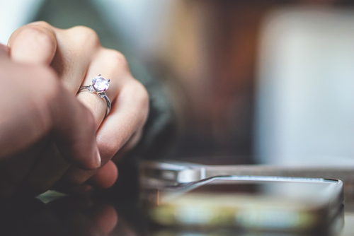 טבעות אירוסין זולות: לא על חשבון השירות