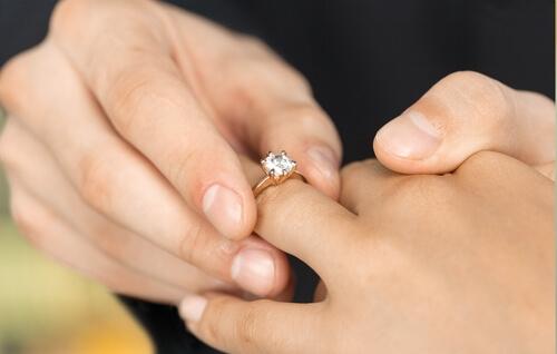מדוע טבעות אירוסין מיוחדות ממעצב הן מיוחדות